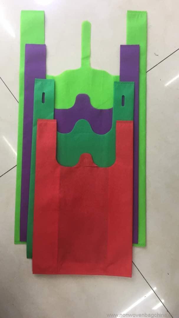 cheap-hot-selling-t-shirt-shape-non-woven-shopping-bag-for-kenya-market-01